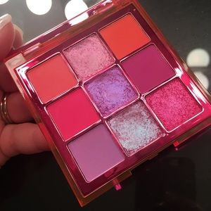 Huda Beauty neon pink obsessions palette